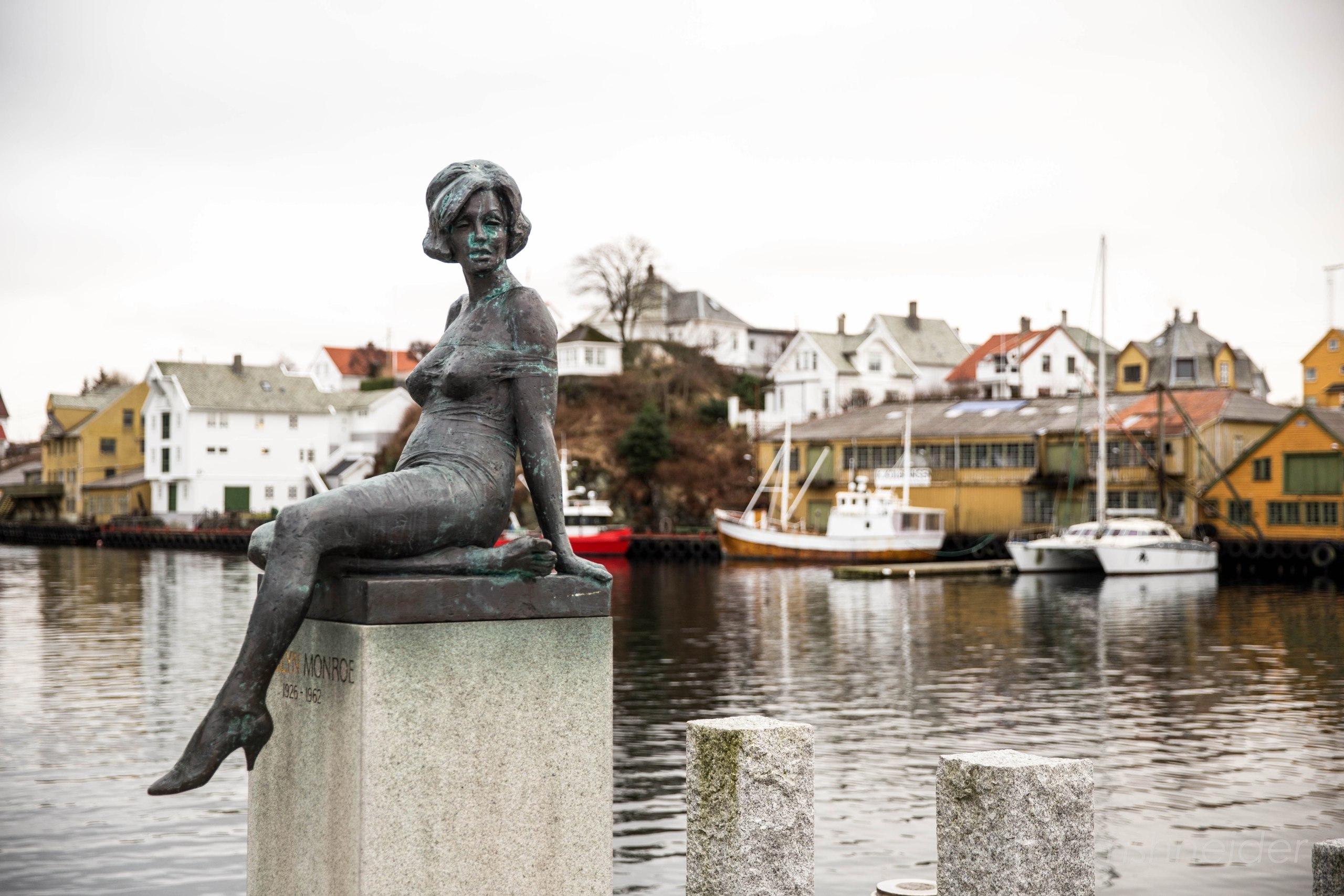 Памятник Мэрилин Монро в Хёугесунне, Норвегия.