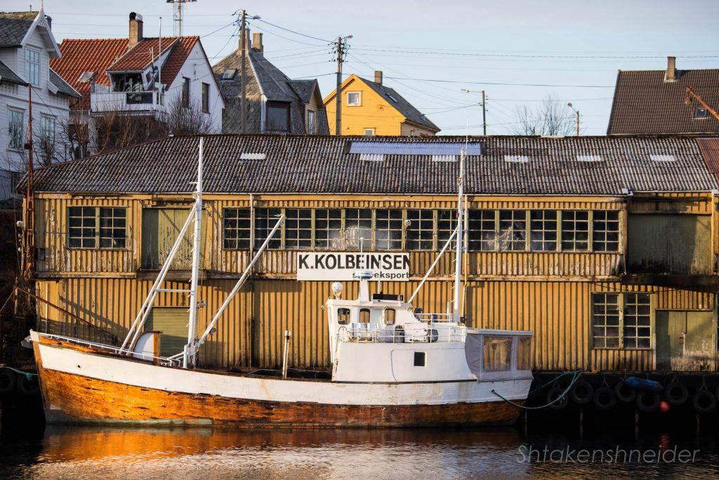 Рыбацкий корабль в Хёугесунне, Норвегия