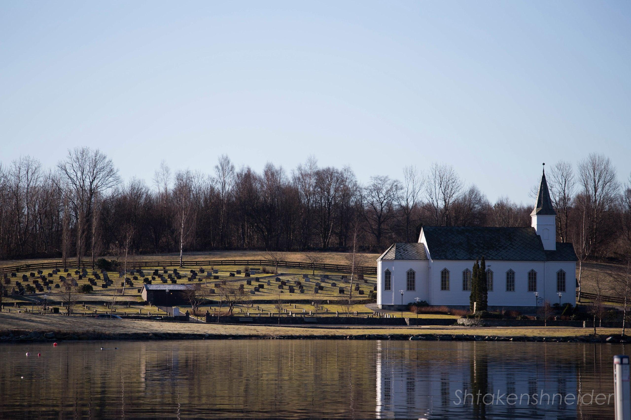 Фото Husnes kyrkje (Церкви в Хюснесе)