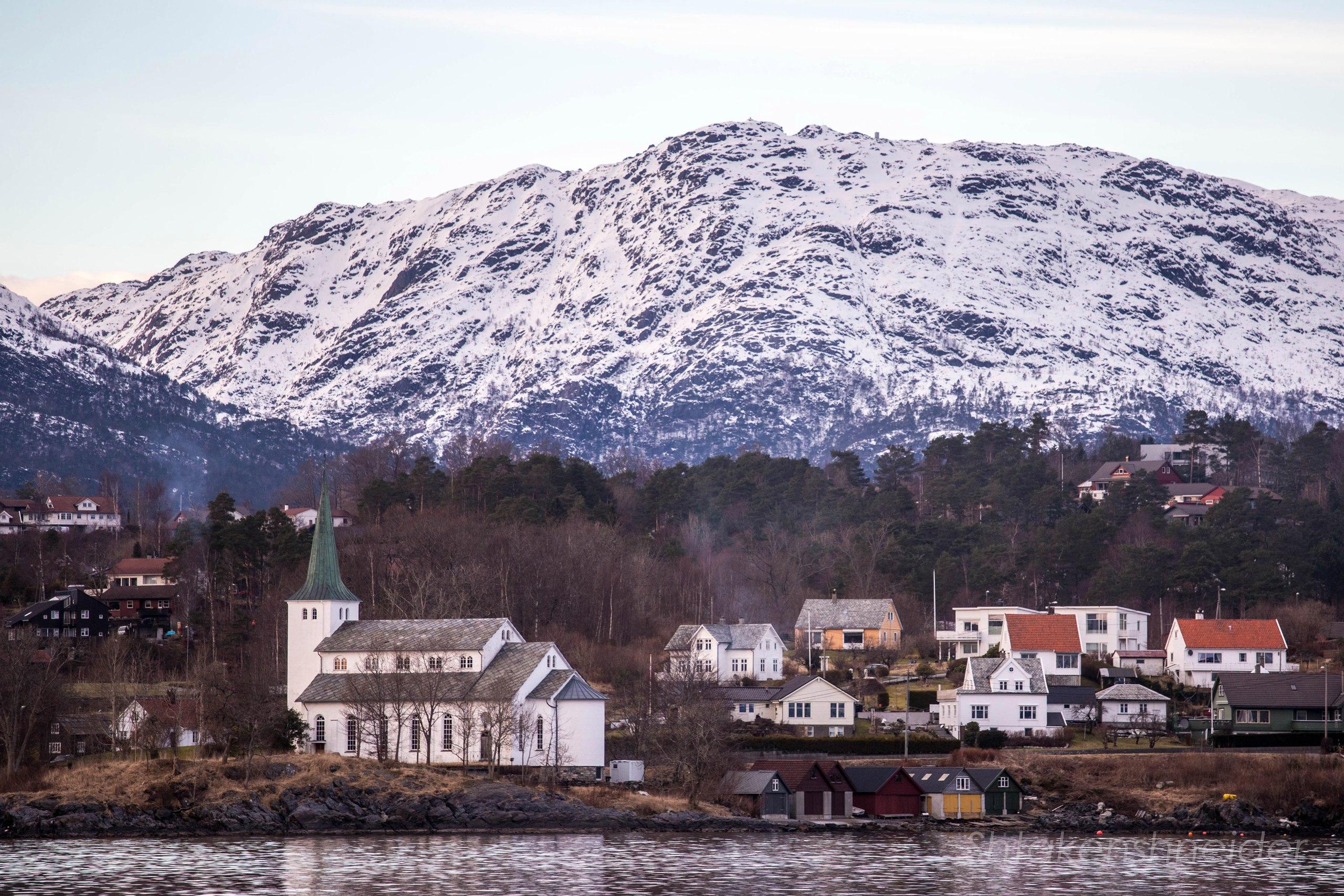 Фото Stord Kyrkje в Лейрвике, Норвегия.