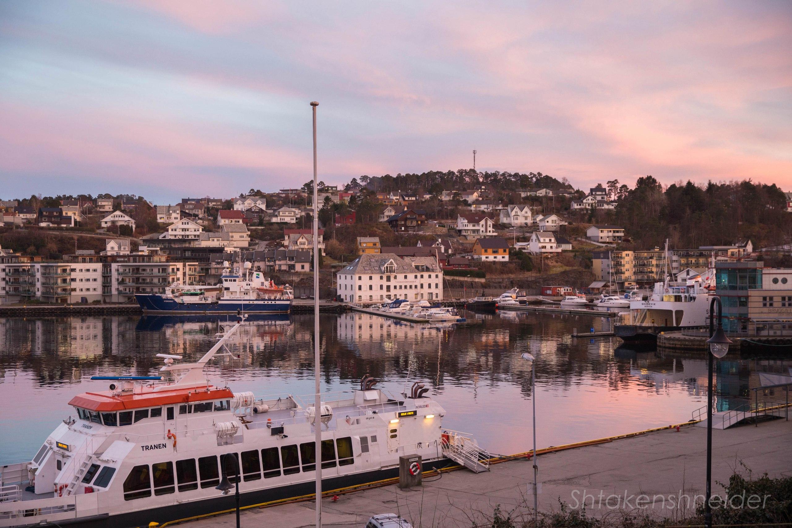 Вид на город Лейрвик, Норвегия