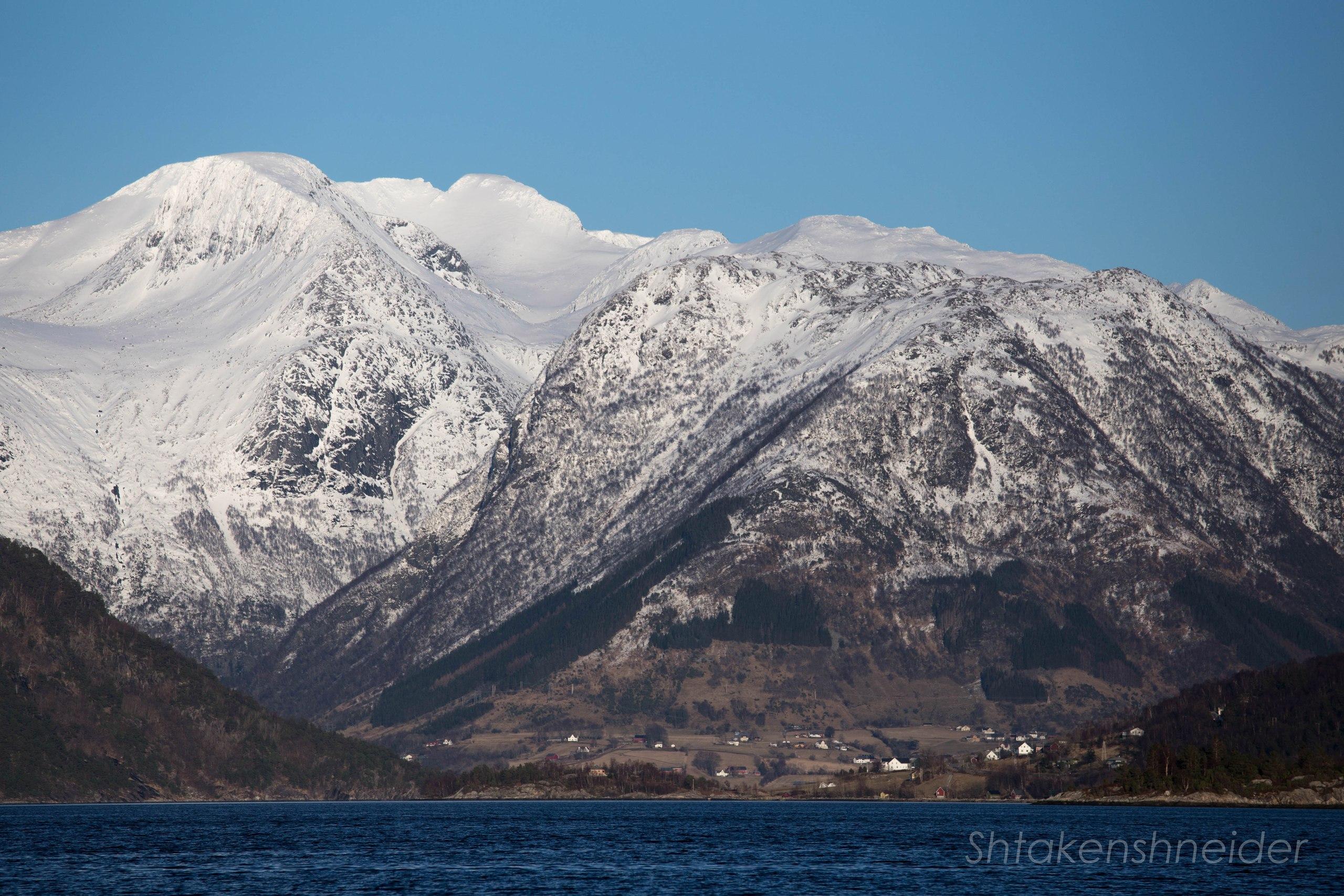 Русендал, норвегия: фото ледника Фолгефонна с воды.