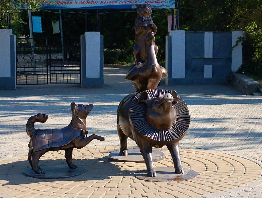 "Памятник ""Каштанке"" в Таганроге"