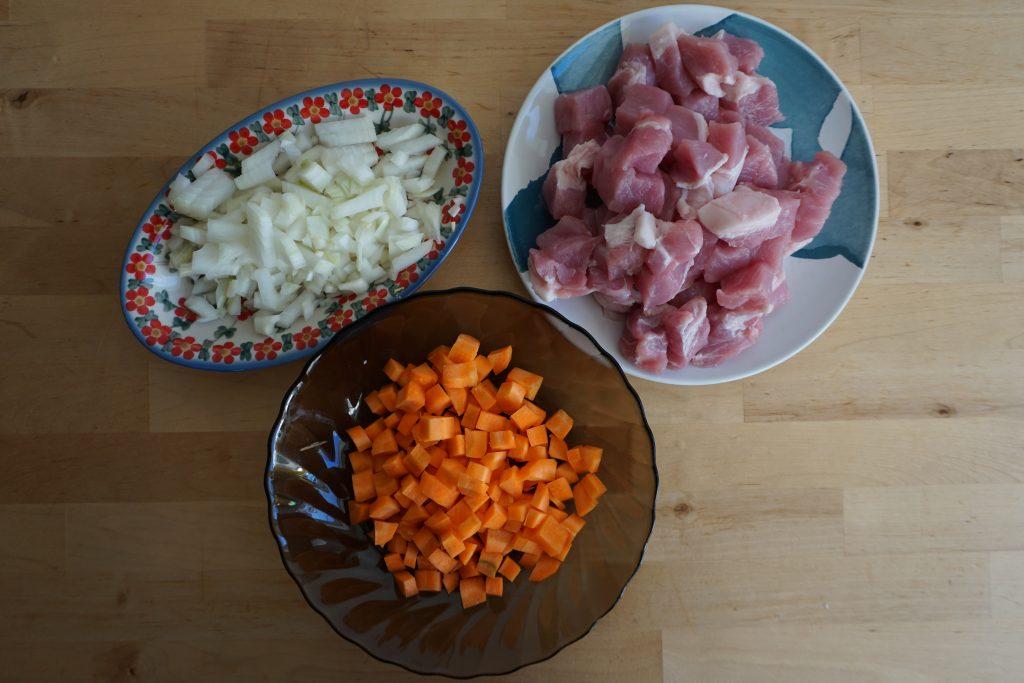Рецепт венгерского гуляша с фото: нарезка