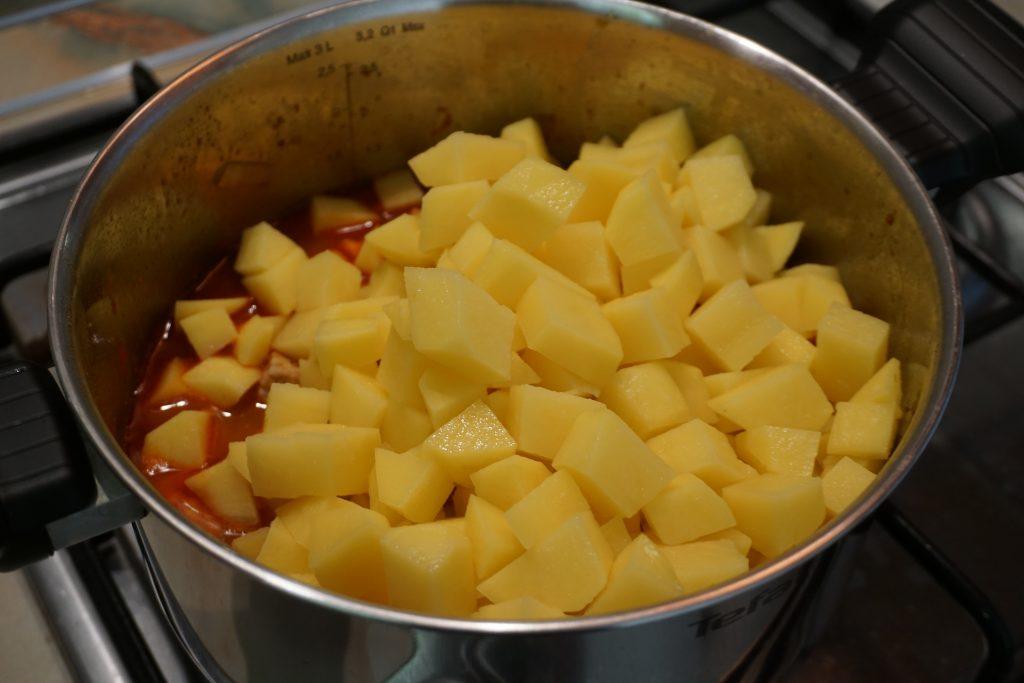 Рецепт венгерского гуляша с фото: добавляем морковь, картошку и перец