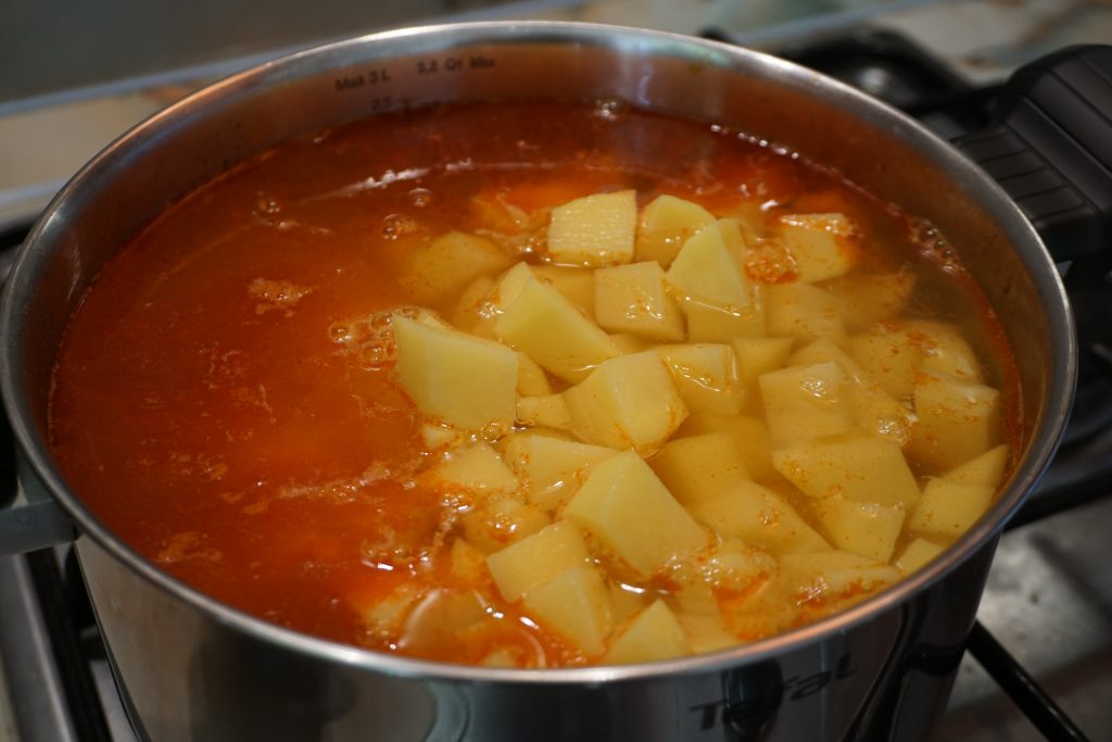 Рецепт венгерского гуляша с фото: добавляем воду